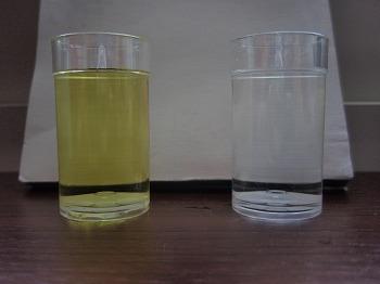 酸性水(左) 弱アルカリ水(右)