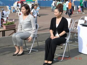 本橋麻里さんと近江谷杏菜さん
